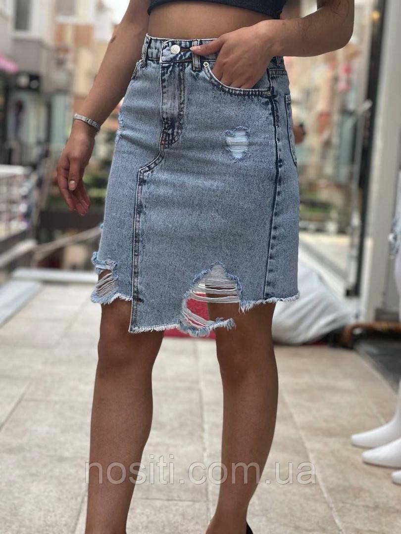 Жіноча джинсова спідниця з порізами