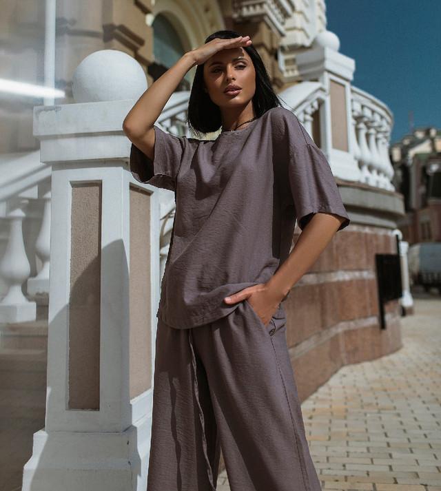 Женский льняной костюм свободного кроя с кюлотами