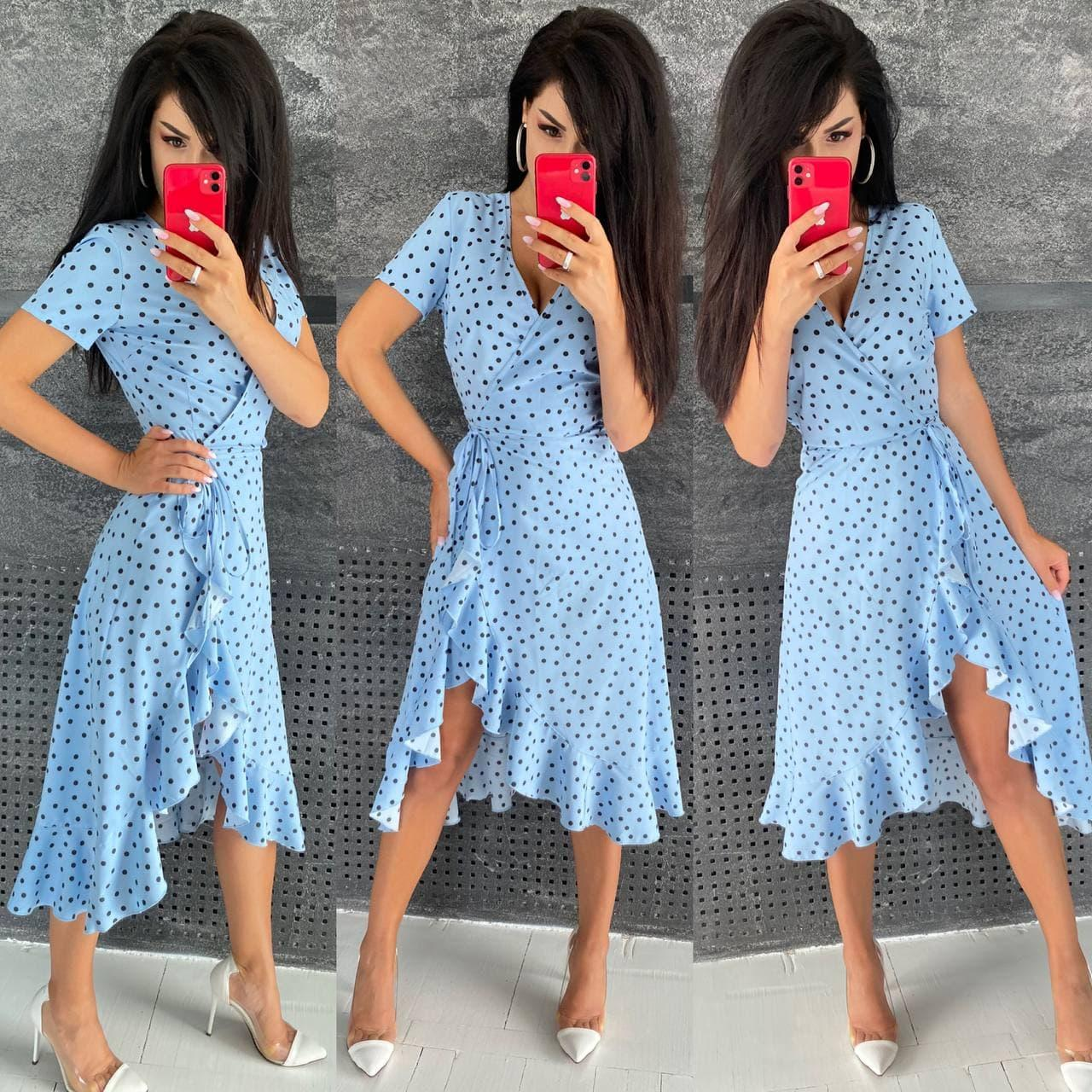 Женское голубое платье в горох