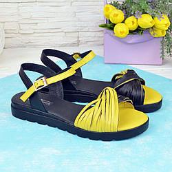 Босоніжки жіночі шкіряні на низькому ходу, колір жовтий/чорний