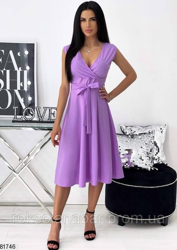 Літня сукня лавандового кольору на поясі і з декольте