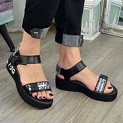 Босоніжки шкіряні спортивні жіночі, колір чорний/літери