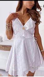 Летнее ажурное платье на запах с рюшами
