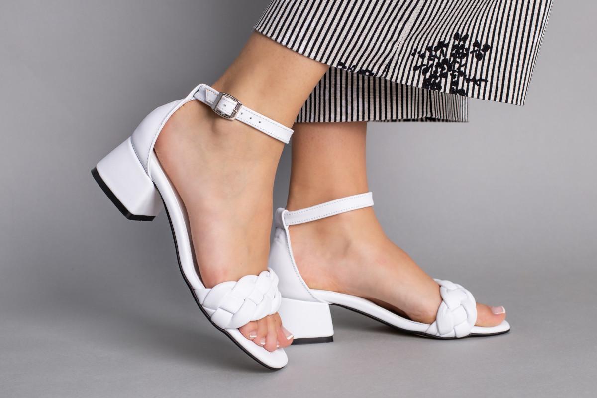Босоножки женские кожаные белые с плетением, на каблуке