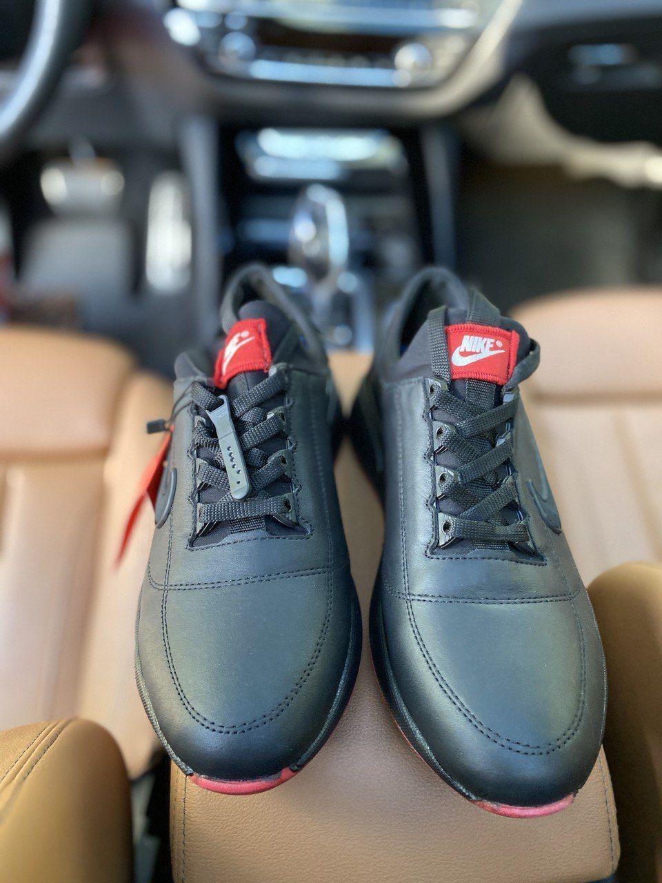 Чоловічі кросівки Nike на чорні шкіряні шнурівки