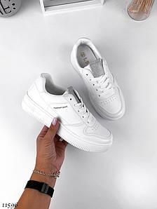 Чисто білі кросівки