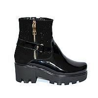 Ботинки стильные женские зимние на тракторной подошве, декорированы молнией и накаткой камней., фото 1