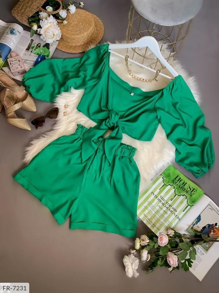 Женский прогулочный костюм с шортами и топом на завязках