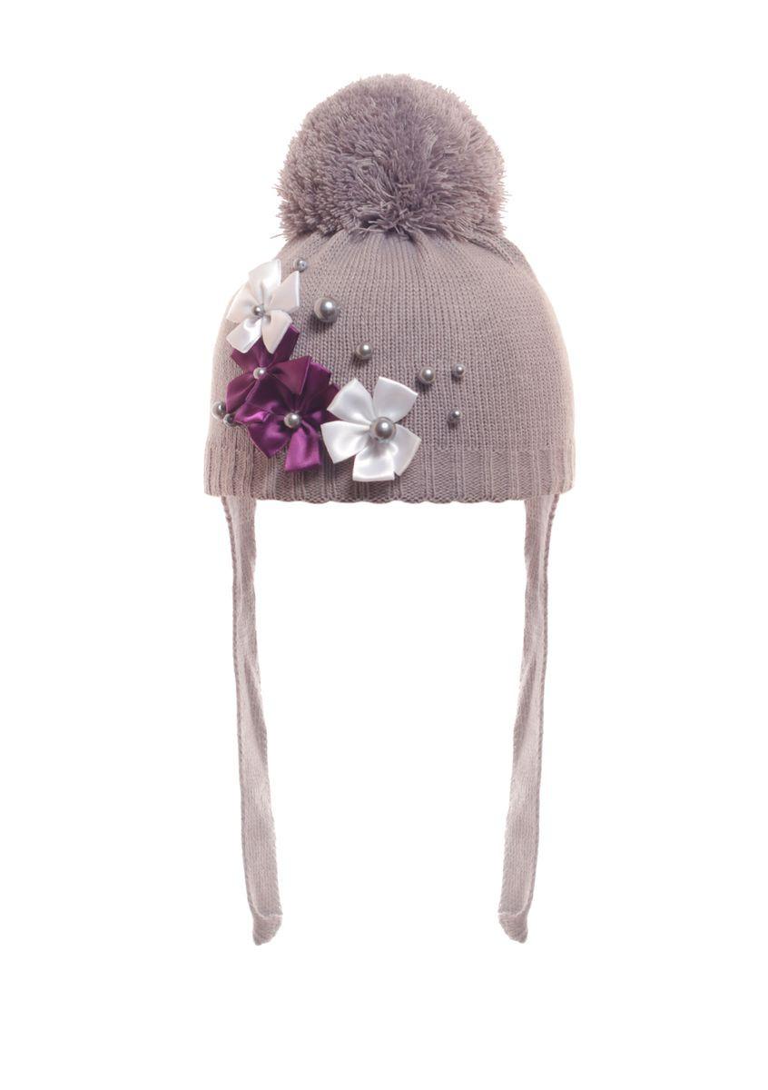 Красивая теплая детская шапочка с пушистым помпоном и завязками.