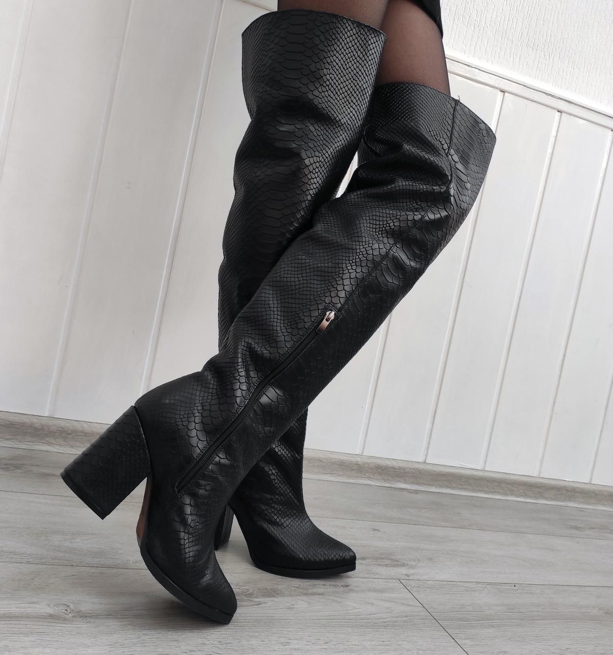 Високі жіночі чоботи на підборах принт-пітон