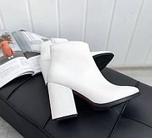 Белые кожаные ботильоны женские
