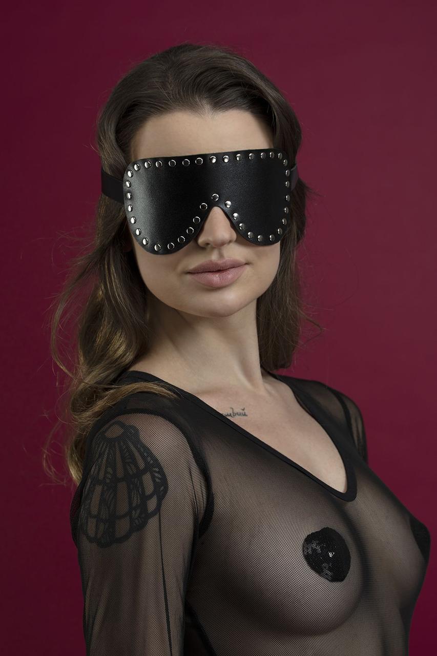 Маска на глаза с заклепками Feral Feelings - Blindfold Mask, натуральная кожа, черная Bomba💣