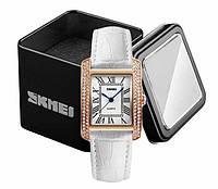 Наручные женские часы Skmei 1281 на кожаном белом ремешке в золотом корпусе