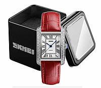 Наручные женские часы Skmei 1281 на кожаном красном ремешке серебряный корпус