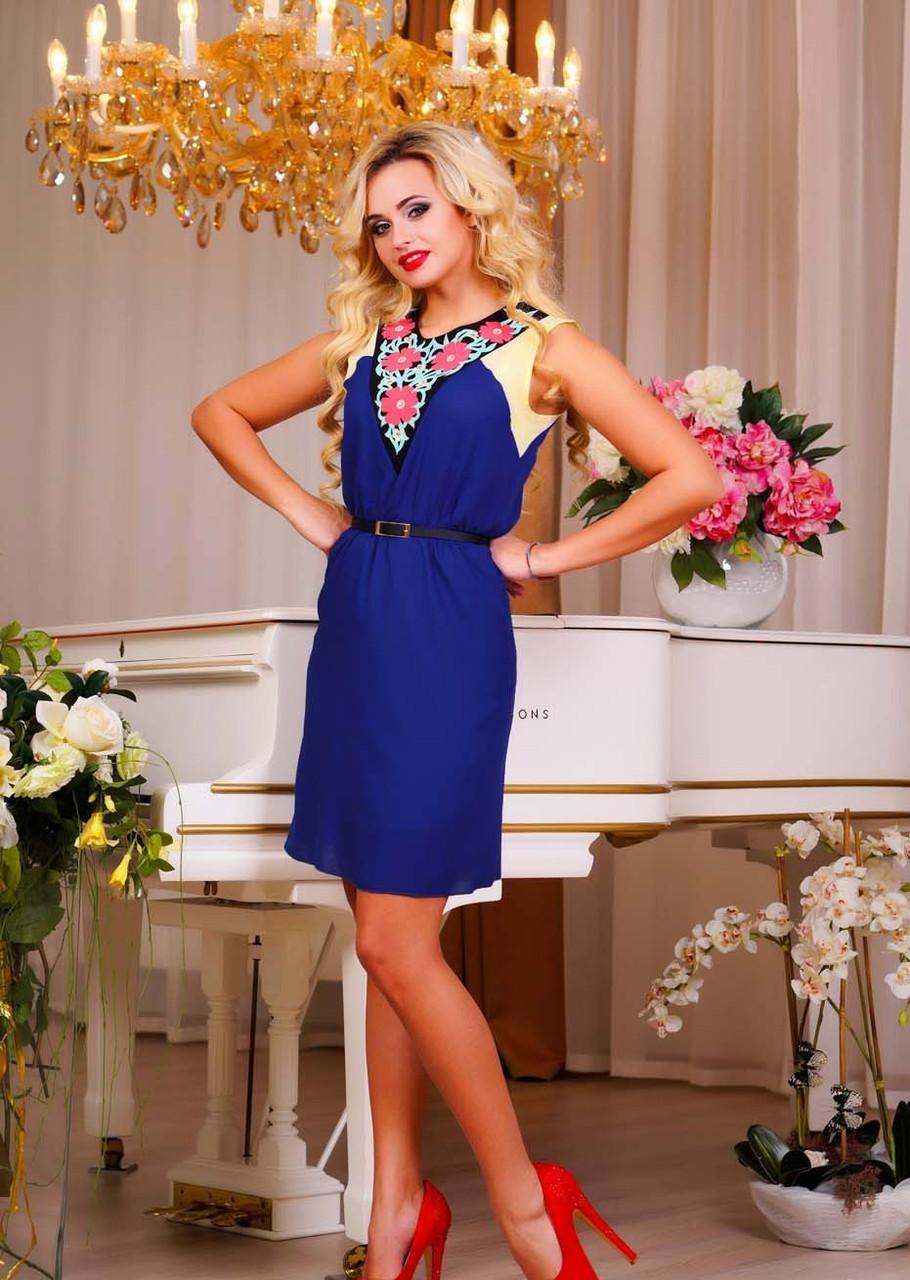 Модное платье с аппликацией