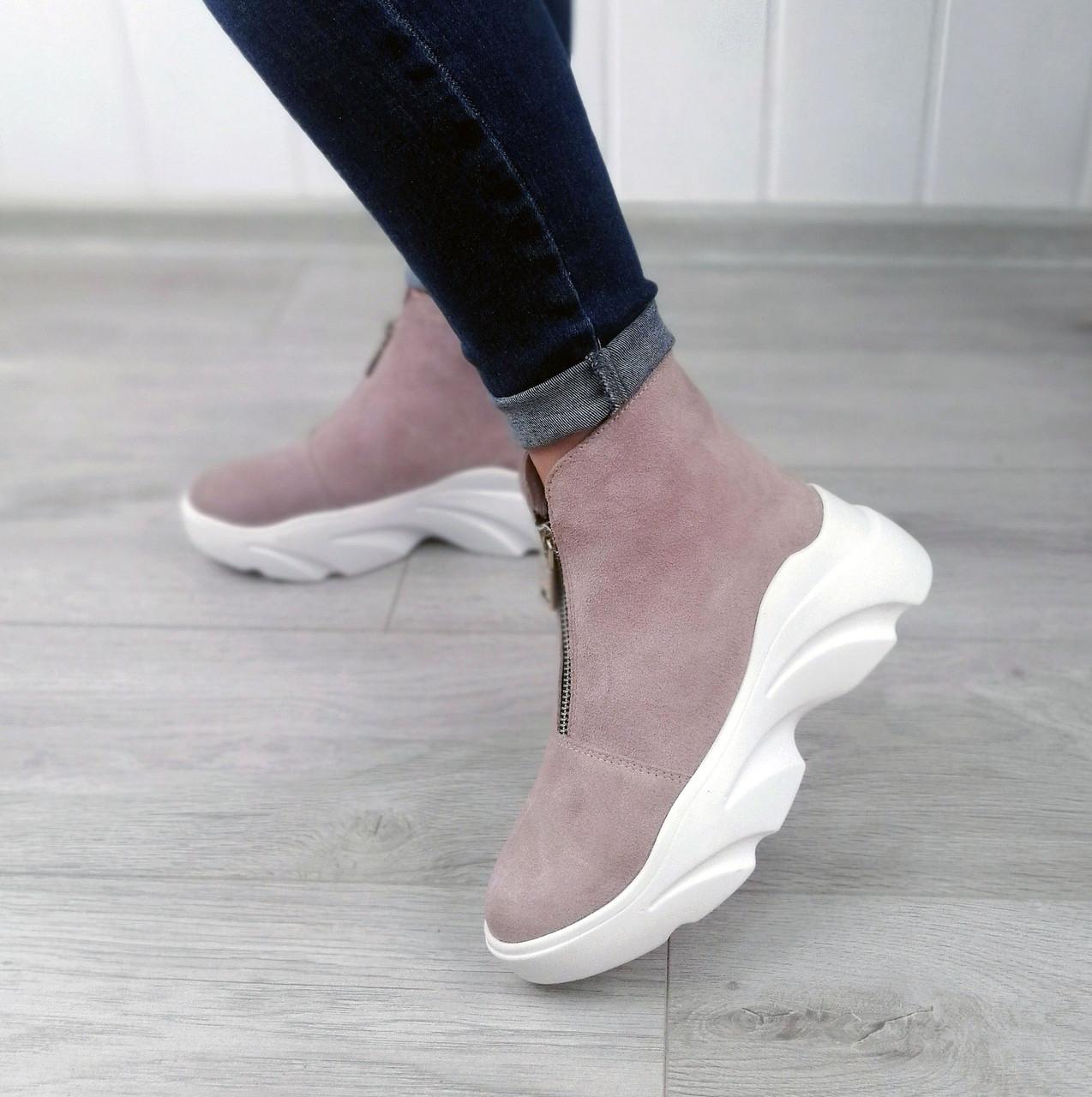 Стильні пудрові замшеві черевики