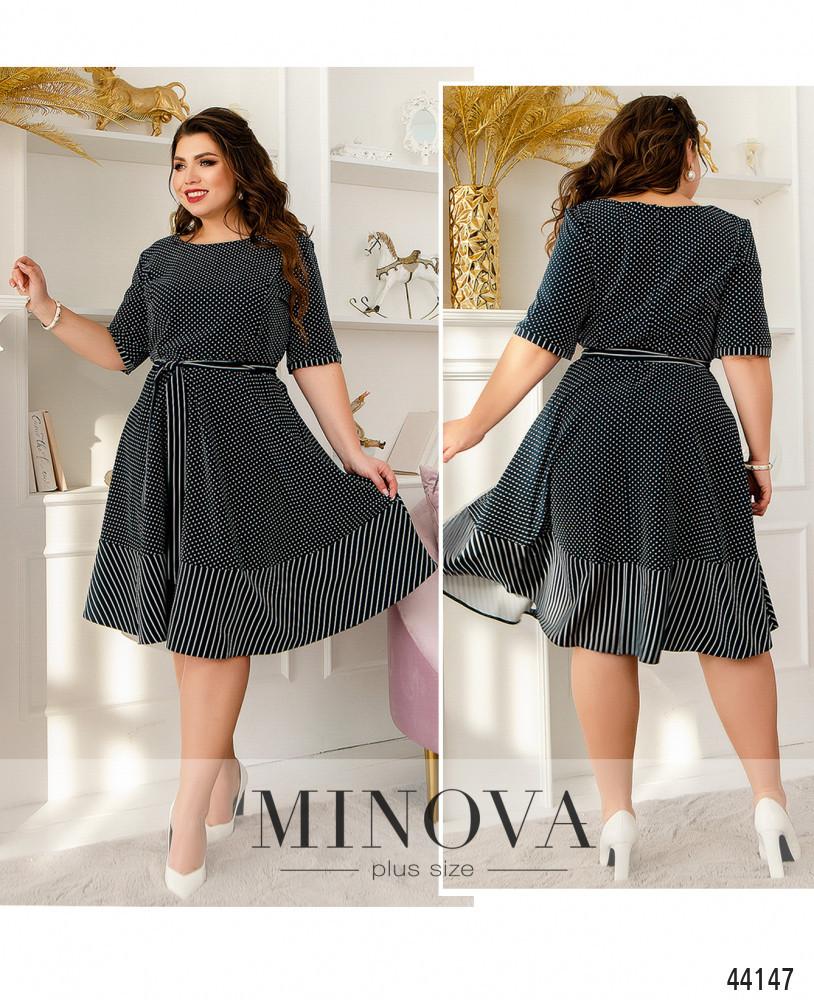 Приталенное темно-синее платье с короткими рукавами в нежный горошек большого размера. размер: 54, 56
