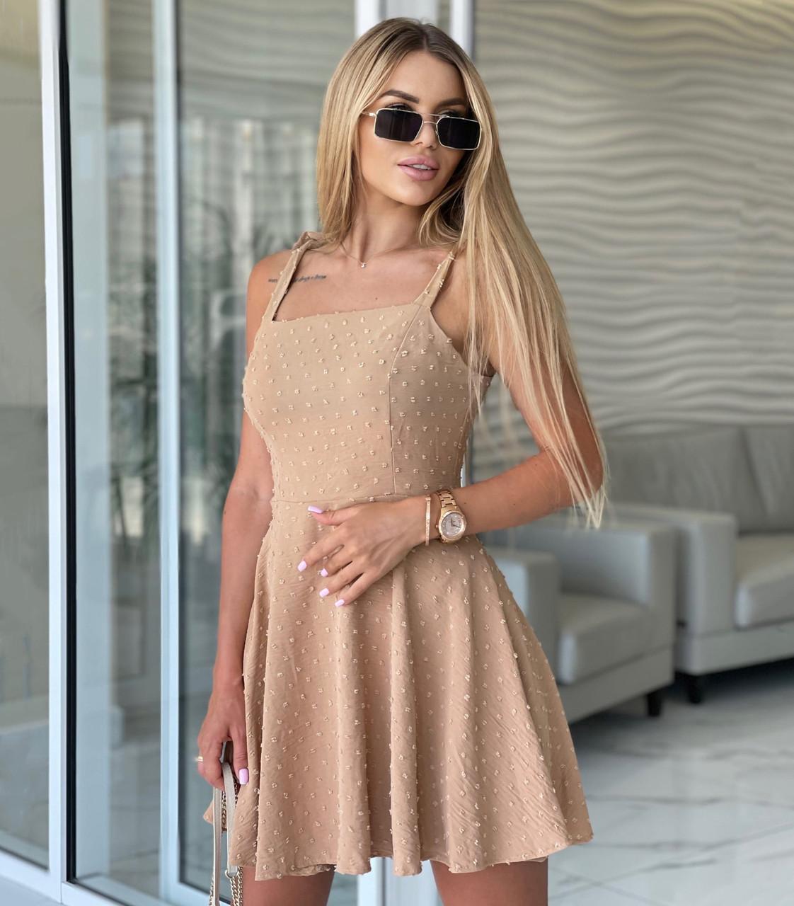 Легкое короткое приталенное платье на завязочках