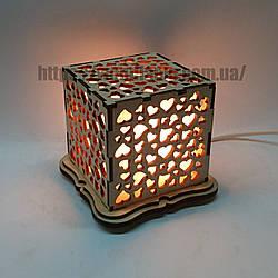 Соляной светильник Куб Сердечки