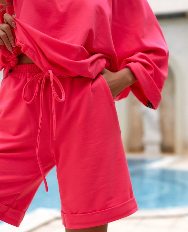 Летний женский костюм оверсайз с шортами и свободной футболкой