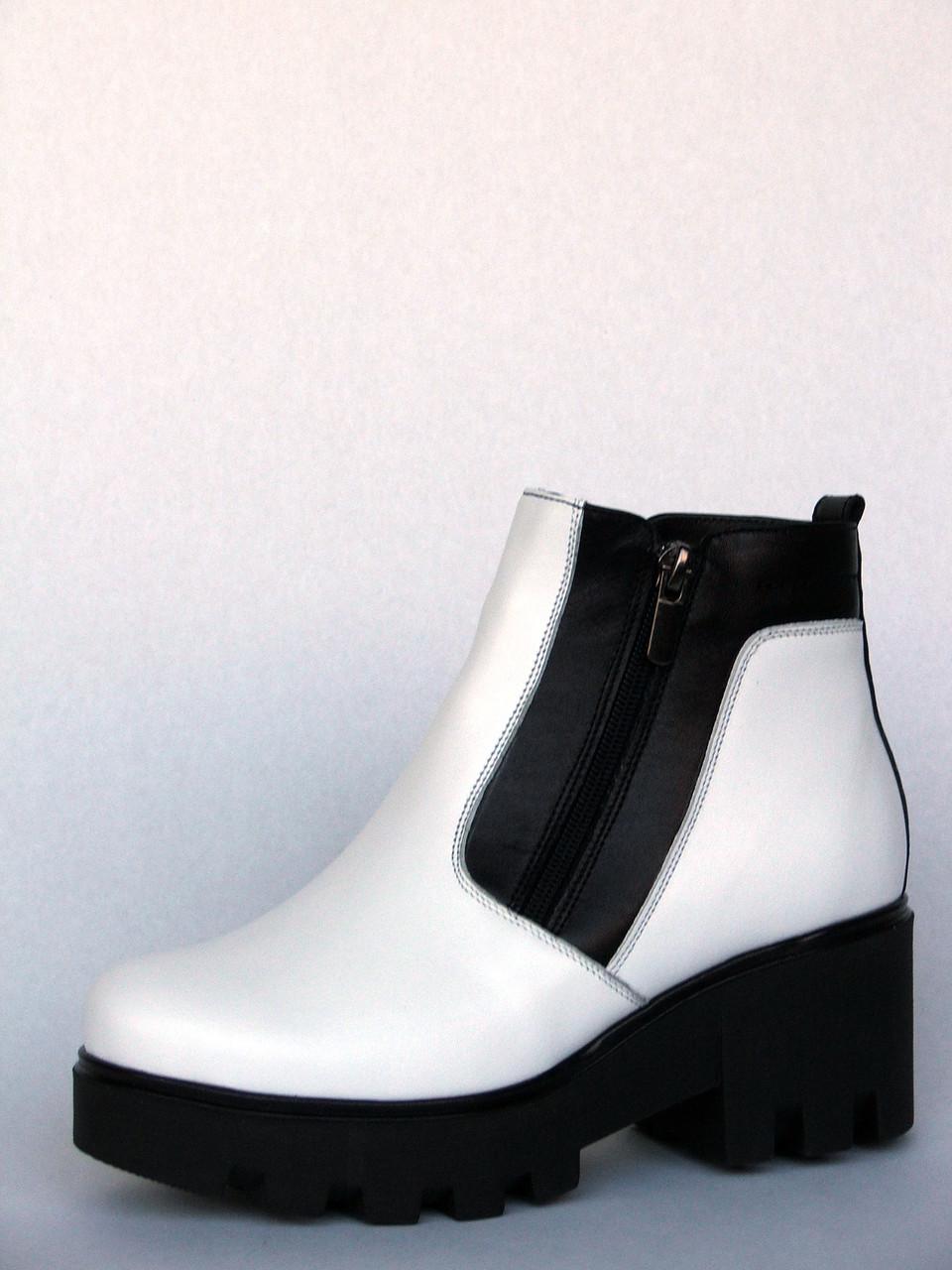 """Ботинки женские """"Две молнии на тракторной подошве"""" из белой кожи"""