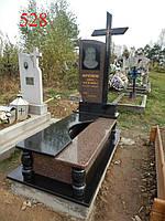 Памятник с крестом из красного и черного гранитов, фото 1
