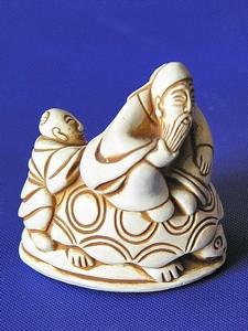 Нэцкэ Урасимо Таро на черепахе