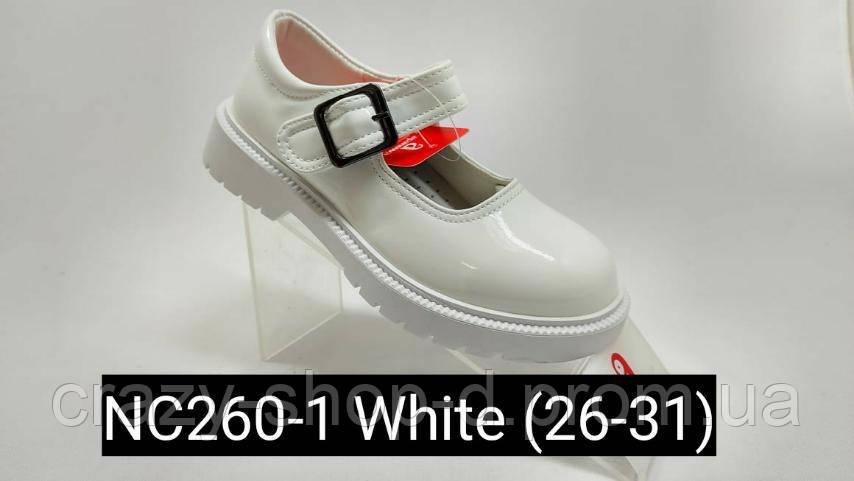 Білі туфельки для дівчинки.