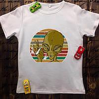 Чоловіча футболка з принтом - Палить прибулець