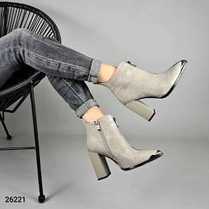 Ботильоны, обувь на высоком каблуке, с замком, острый носок, змеиная кожа, серые, эколак (26221)