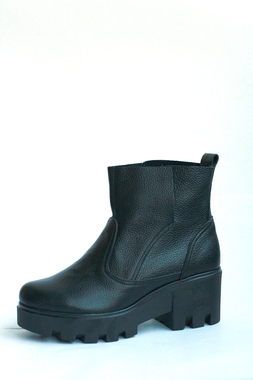 """Женские демисезонные ботинки """"Два разреза"""" на тракторной подошве"""