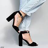 Женские босоножки на каблуке 10 см с ремешком с украшением черные, фото 2