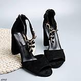 Женские босоножки на каблуке 10 см с ремешком с украшением черные, фото 4