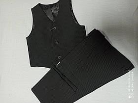 Костюм стильный красивый чёрного цвета для мальчика. Размеры 104.110.116.122.В комплекте брюки и жилет.