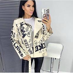 Женская куртка из экокожи с принтом
