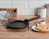 Сковорода для блинов чугунная Brizoll Бризоль с ручкой Optima-Bordo 240х15 мм диаметр 24 см 1,36 кг O2415-P2, фото 5
