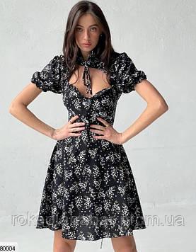 Черное платье мини с открытым декольте