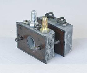 Ремкомплект опори двигуна ВОЛГА,ГАЗЕЛЬ,СОБОЛЬ передн. (подушки з кріплення) (виробництво ГАЗ) (арт. 3102-1001804)