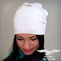 Женская шапка с украшением