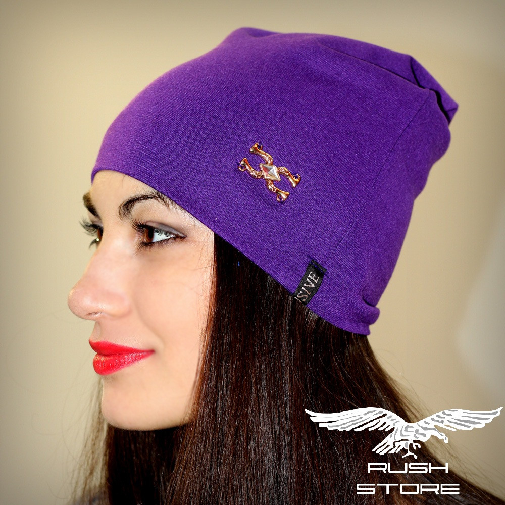 Женская шапка фиолетовая с украшением
