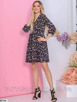 Черное платье мини с разноцветными цветочками