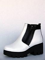 """Ботинки зимние женские """"Две молнии на тракторной подошве"""" из белой кожи"""