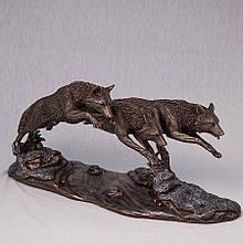 """Статуетка """"Вовки в гонитві"""" (37 * 18 см)"""