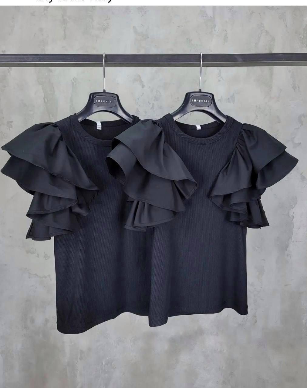 Блузка жіноча з воланами замість рукавів в кілька ярусів
