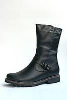 Высокие кожаные черные ботинки на рифленой подошве с тонким ремешком с пряжкой