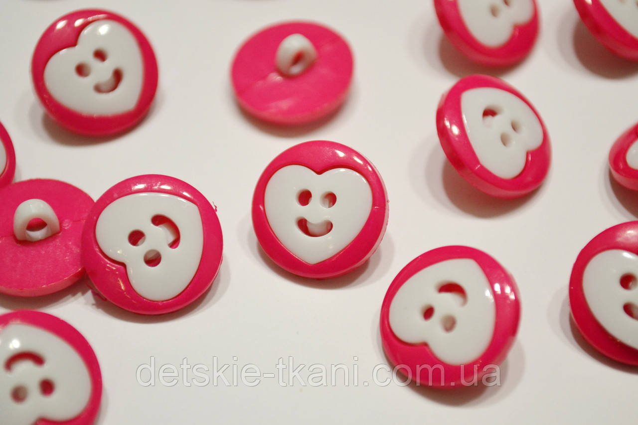Розовые пуговицы с белым сердечком П-018