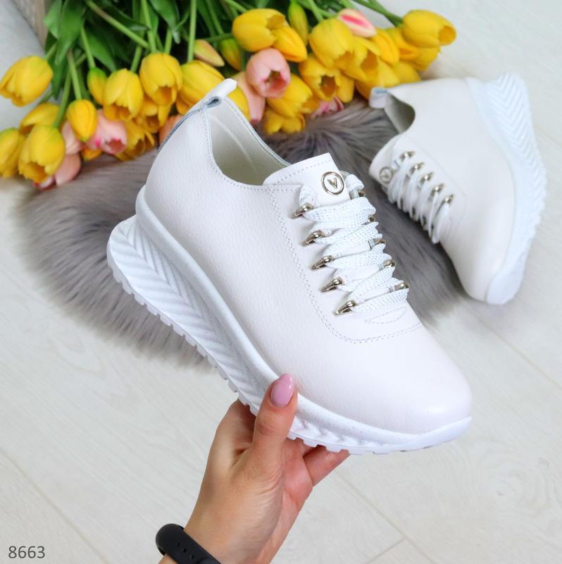 Современные трендовые женские белые кроссовки из натуральной кожи шнуровка