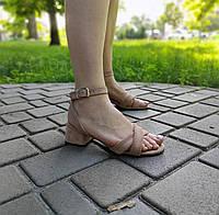 Замшевые босоножки бежевого цвета на низком каблуке, фото 1
