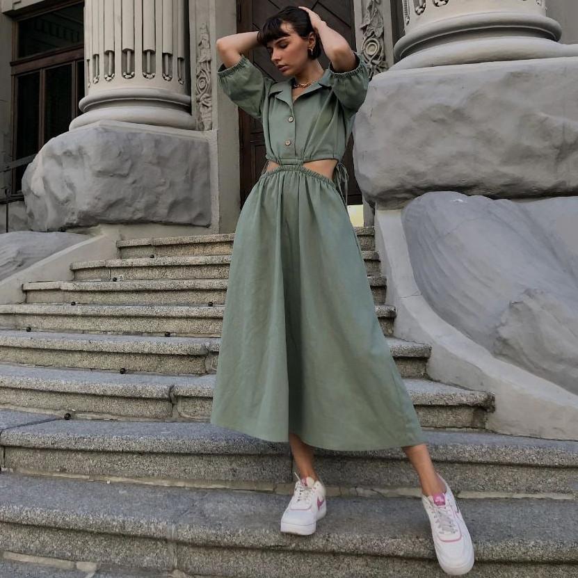 Длинное женское льняное платье-рубашка с вырезами на талии