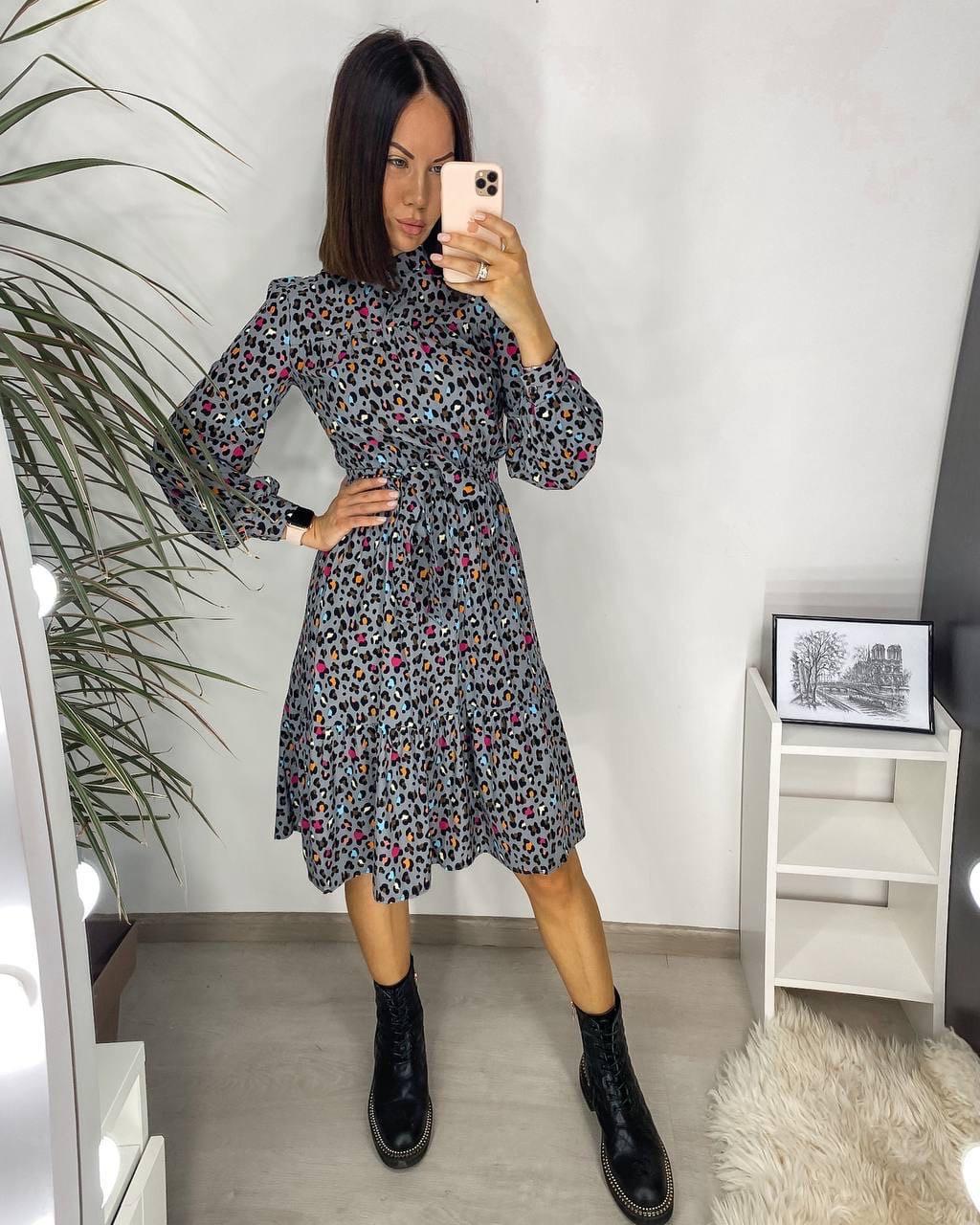 Стильное приталеное платье из натурального штапеля